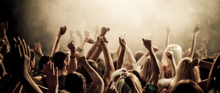 concert-smoke-crowd-people-concert-music-youth-club-photos-crowd-cheering-the-mood-the-smoke-tools-136417-2560x14401-990x420